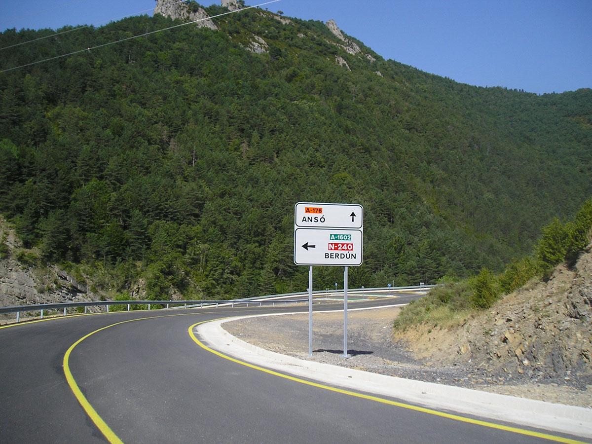 Carretera De Conexión Entre Valle De Hecho Y Ansó (Huesca)